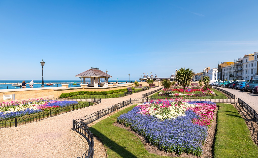 04.18.2018.,Herne,Bay,,Kent,,Uk.,Bedding,Display,Along,The,Promenade,